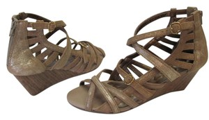 Klub Nico Brand New Padded Footbed Neutral with sheen Sandals