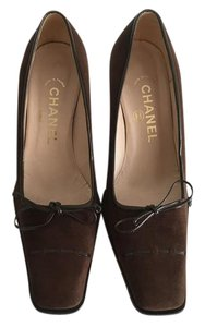 Chanel dark brown suede Pumps