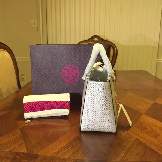 Tory Burch Tote in Soft silver Image 2
