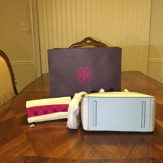 Tory Burch Tote in Soft silver Image 4