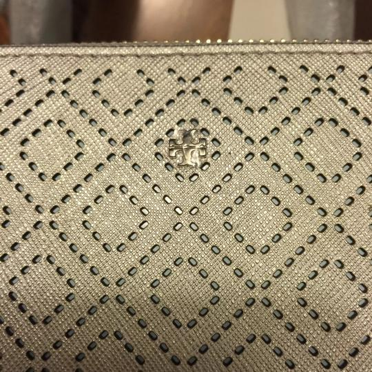 Tory Burch Tote in Soft silver Image 5
