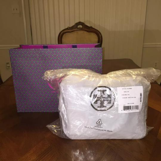 Tory Burch Tote in Soft silver Image 6