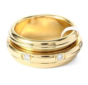 Piaget 18K Yellow Gold movable Ring with 7 Diamonds