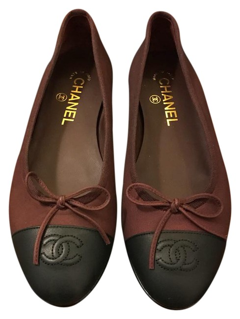 Item - Black and Burgundy Ballet Flats Size US 7 Regular (M, B)