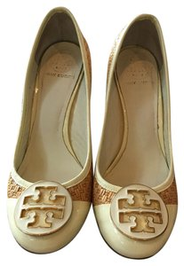 Tory Burch Off White/ Straw Pumps