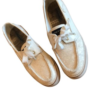 Sperry cream Flats