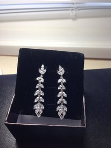 NaNa Stunning Glamorous Crystal Earrings