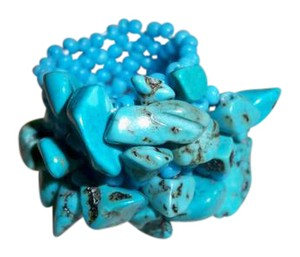 Amy's Treasure Box Natural Turquoise Chips Stretch Ring