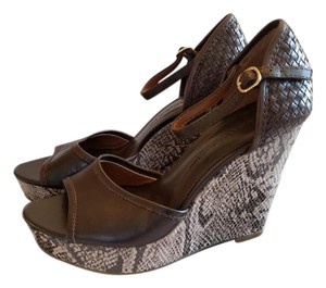 Banana Republic Basket Weave Leather Open Toe brown snake skin Sandals