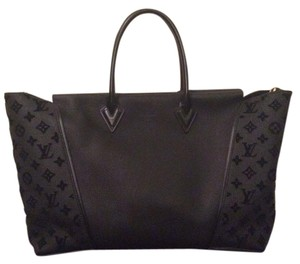 Louis Vuitton W Gm Tote in Black