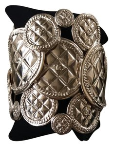 Chanel 15k gorgeous gold quilted classic Chanel cuff