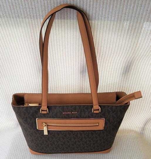 Michael Kors Mk Signature Tech Friendly Gold Hardware Color: Tote in Brown Image 2