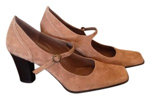 Bandolino Mary Jane tan suede Pumps