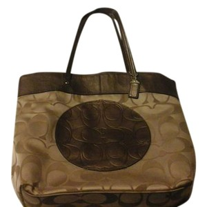 Coach Tote in Tan / brown