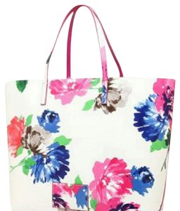 Kate Spade Tote in Cream and pops of florals giving it that extra pop!!