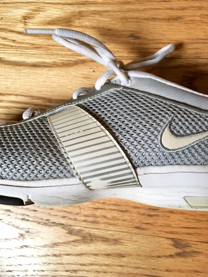 Nike Workout Lightweight Monochrome Silver/Grey/White Athletic