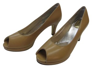Ros Hommerson Size 8.50 Slim Padded Footbed Excellent Condition Neutral Pumps