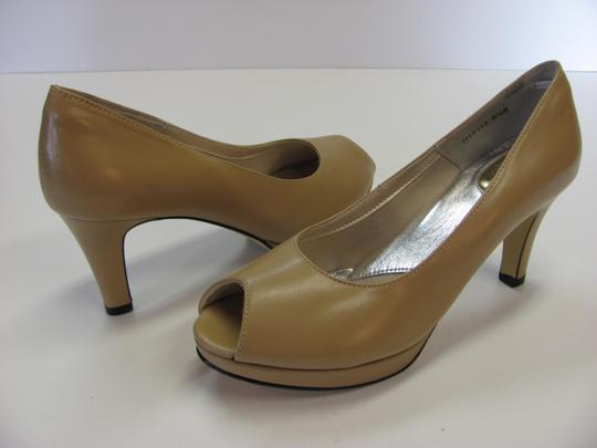 Ros Hommerson Size 8.50 Slim Padded Footbed Excellent Condition Neutral Pumps Image 1