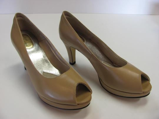 Ros Hommerson Size 8.50 Slim Padded Footbed Excellent Condition Neutral Pumps Image 2