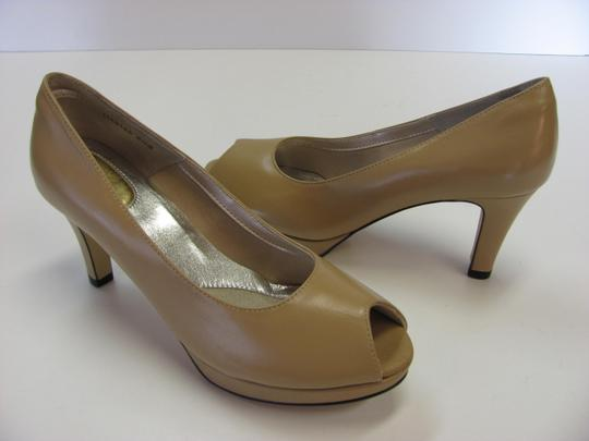Ros Hommerson Size 8.50 Slim Padded Footbed Excellent Condition Neutral Pumps Image 3