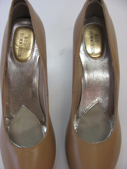 Ros Hommerson Size 8.50 Slim Padded Footbed Excellent Condition Neutral Pumps Image 4