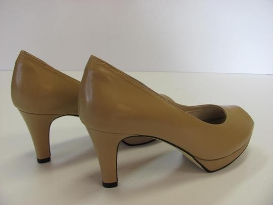 Ros Hommerson Size 8.50 Slim Padded Footbed Excellent Condition Neutral Pumps Image 5