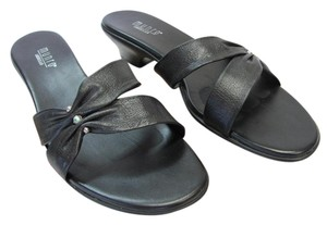 Munro American Size 10.00 M Very Good Condition Black Sandals