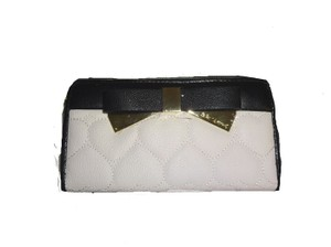Betsey Johnson QUILTED HEART ZIP AROUND BONE WALLET