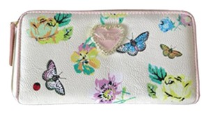 Betsey Johnson QUILTED HEART ZIP AROUND BONE/FLORAL WALLET