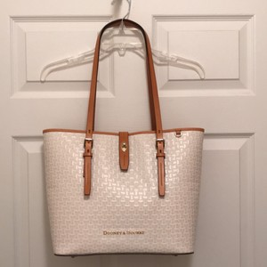 Dooney & Bourke Leather New/nwt Embossed Woven Tote in Ivory Brown
