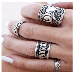 Next Level Dress Vintage Ring Set