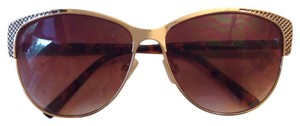 Tahari vintage look sunglasses