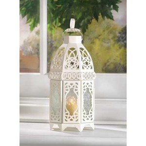 8- White Lattice Lantern