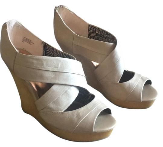 Preload https://img-static.tradesy.com/item/20529506/seychelles-taupe-risky-business-wedges-size-us-95-regular-m-b-0-1-540-540.jpg