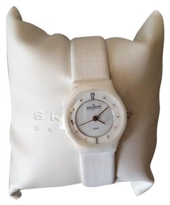 Skagen Denmark White/Mother of Pearl ceramic and patent leather