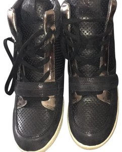 Vince Camuto Black, gold Athletic