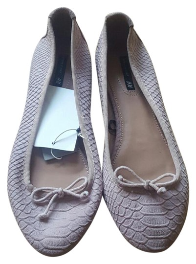 Preload https://img-static.tradesy.com/item/20529852/h-and-m-reduced-price-dusty-rose-leather-flats-size-us-9-regular-m-b-0-1-540-540.jpg