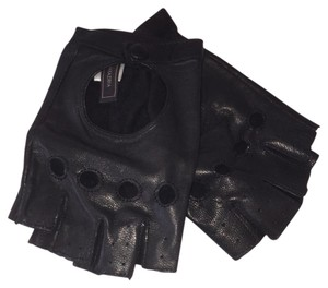 BCBGMAXAZRIA Sale! Black leather moto gloves