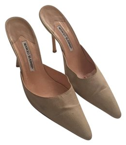 Manolo Blahnik Beige in good shape Pumps