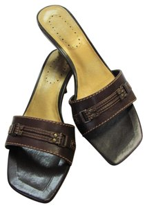 Nine West Size 7.50 M Leather Very Good Condition Brown Sandals