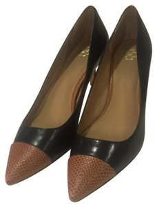 Ann Taylor black and camel Pumps
