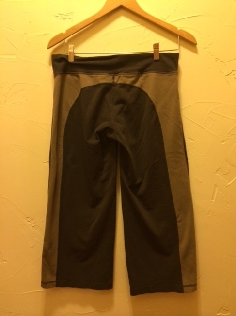 Lululemon Workout Yoga Weightroom Pilates Comfortable Capris coffee brown/taupe
