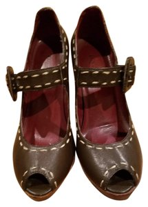 N.Y.L.A. Leather brown Pumps
