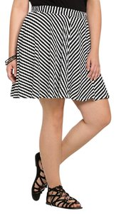 Torrid Plus Size Chevron Stripe Knit Stretch Mini Skirt Black