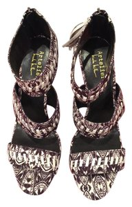 Nicole Miller Artelier Chunky Heel Printed Pattern Play Fashion Night Out Black/ White Sandals