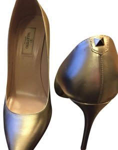 Valentino gold Pumps