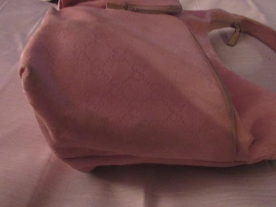Gucci Lots Pockets Excellent Condition Perfect For Everyday Hobo/Shoulder Great Pop Color Hobo Bag Image 4