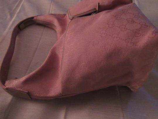 Gucci Lots Pockets Excellent Condition Perfect For Everyday Hobo/Shoulder Great Pop Color Hobo Bag Image 6