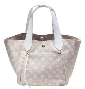 Louis Vuitton Tote in Beige