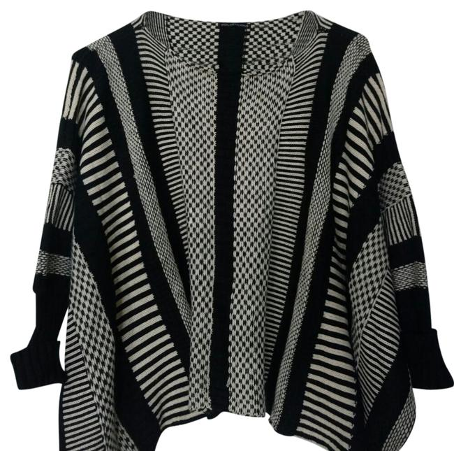 Preload https://img-static.tradesy.com/item/20541861/hot-and-delicious-black-white-pattern-sm-sweaterpullover-size-6-s-0-2-650-650.jpg